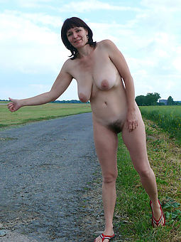 hairy girls outdoors seduction