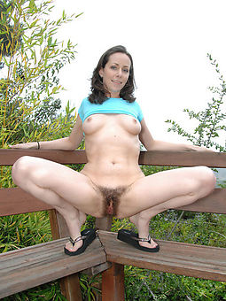 amature hairy girls outdoors