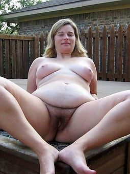 hairy pussy outdoors sex pictures