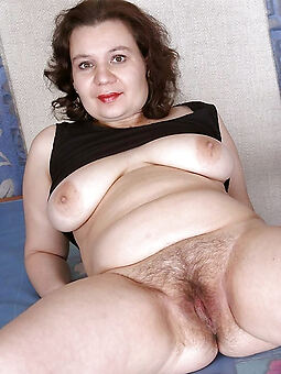 amature hairy housewife