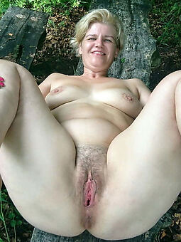 good-looking hairy blonde pussy picture