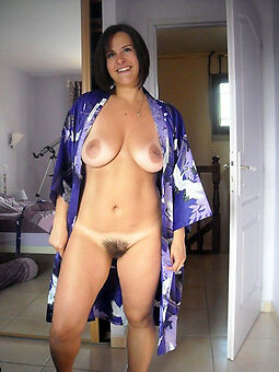 porn pictures of X-rated hairy brunettes