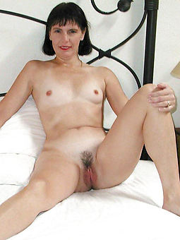 snug heart of hearts hairy bush sex pictures