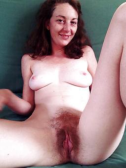 cumshot hairy pussy