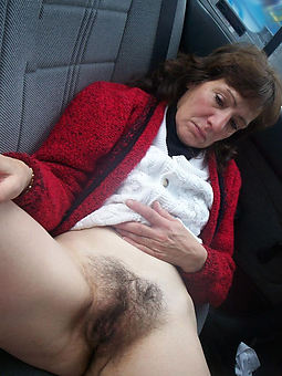 very hairy mature pussy pic